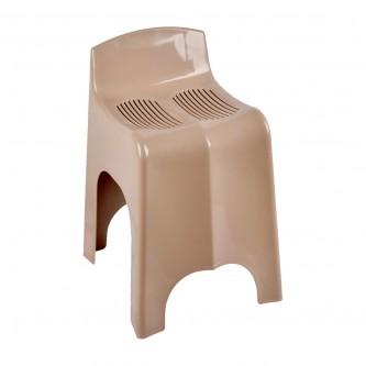 كرسي بلاستيك متعدد الاستخدام.